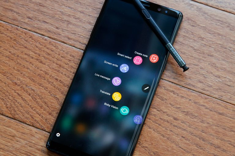 Galaxy Note 10 camera with S-Pen