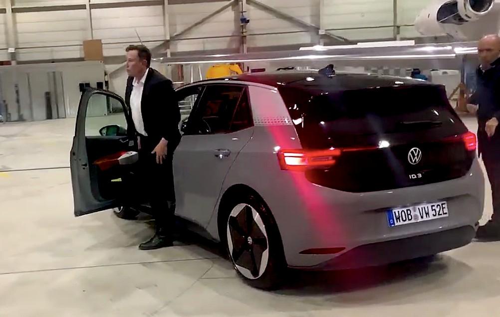 elon musk volkswagen elektrikli otomobil id.3 test sürüşü